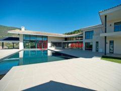 居外网在售西班牙6卧6卫的新建房产总占地6216平方米