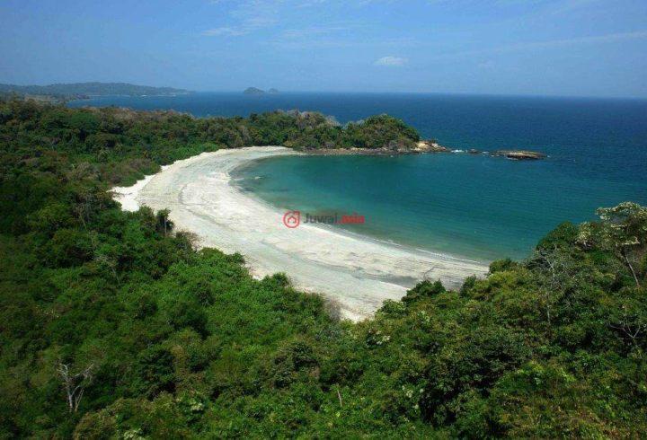 海岛土地位于巴拿马境内的太平洋海岸旁,是面积近1800英亩的壮观